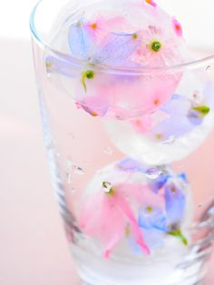 edible flowers in ice cubes - fun for a springtime party Flower Ice Cubes, Cute Desserts, Pretty Pastel, Pastel Pink, Pink Blue, Soft Pastels, Edible Flowers, Cute Food, High Tea