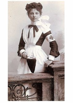 A young nurse. Unknown date, but the Red Cross on her sleeve would make it after 1880 when Amer. Red Cross came into existence. Vintage Pictures, Old Pictures, Vintage Images, Old Photos, Funny Pictures, Vintage Nurse, Vintage Ladies, Edwardian Era, Victorian Era