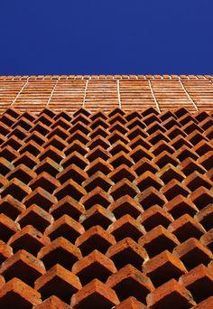 Rovira House brick detail, designed by Marcelo Daglio - photo by Trucco – Tricanico, via archdaily;  in Punta del Este, Uruguay