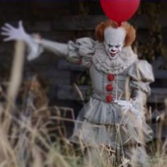 New shot from 'It' shows Pennywise in daylight