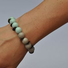 Stacking bracelet - mint and gold - bracelet layering. kr75,00, via Etsy.