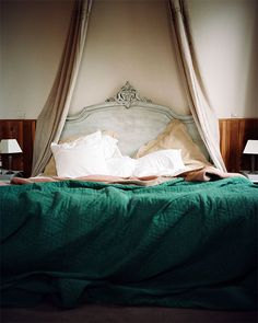 {this is glamorous} : adventures in love, design, fashion, home decor, food and travel: {colour inspiration : spring greens} . Beautiful Bedrooms, Beautiful Homes, Beautiful Beds, House Beautiful, Home Bedroom, Bedroom Decor, Design Bedroom, Bedroom Ideas, Apartment Therapy