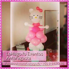 Figura Hello Kitty, confeccionada completamente con globos.