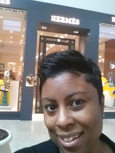 Nothing makes a girl happier than when you are about to walk into @hermes to treat yourself after a productive week.. #liveLife #rewardyourself #youdeserveit #ThinkBetter #luxe #gift #thinkbigger #business #lifestyle #achievement #selfie