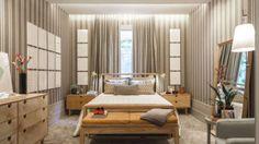 A arquiteta Marina Linhares assina um quarto de casal com uma paleta de cores que puxa para os tons de cinza e fendi.  O mobiliário traz um desenho modernista e a iluminação é um dos destaques do projeto. A grande inspiração foi o morar urbano.