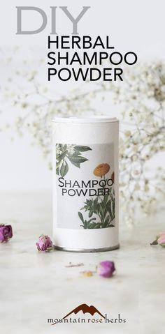 DIY Natural Shampoo Powder Recipe for Travel, Camping, & More! These great dry shampoo recipes for dark hair and light hair use natural arrowroot powder, cosmetic clays, and organic essential oils to freshen up your hair with ease! Baking Soda For Hair, Baking Soda Shampoo, Diy Shampoo, Baking Soda Uses, Homemade Dry Shampoo, Shampoo Bottles, Clarifying Shampoo, Natural Dry Shampoo, Products