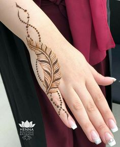 121 Simple mehndi designs for hands - fingertatoo - Henna Designs Hand Henna Hand Designs, Mehndi Designs Finger, Henna Tattoo Designs Simple, Beginner Henna Designs, Mehndi Designs For Fingers, Mehndi Images Simple, Dulhan Mehndi Designs, Modern Mehndi Designs, Mehndi Designs For Girls