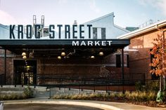 Everyone knows that Inman Park's Krog Street Market is a great place to dine. Here's your guide to the food hall that offers Jeni's Splendid Ice Cream, Superica and more. Atlanta Neighborhoods, Atlanta Restaurants, Great Places, Places To Go, Inman Park, Food Park, Park Restaurant, Beer Garden, Apartments For Sale