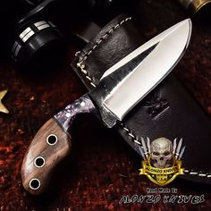 Survival camping tips Bushcraft Knives, Tactical Knives, Usa Customs, Survival Weapons, Outdoor Tools, Knife Handles, Knife Making, Blacksmithing, Metal Working