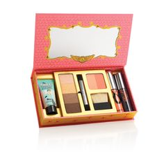 Upgrade your look in an instant with this posh & polished makeup kit for eyes, lips and cheeks. she's so jetset | Benefit Cosmetics