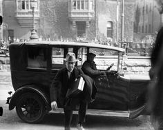 Michael Collins arriving at Earlsfort Terrace: Independent Newspapers collection at the National Library of Ireland Irish Republican Brotherhood, Ireland 1916, Ireland Pictures, Irish Landscape, Irish People, Michael Collins, Ireland Homes, Family Roots, Political Events