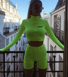 Ready for a run Dope Outfits, Urban Outfits, Sport Outfits, Fashion Outfits, Womens Fashion, Fashion Trends, Grunge, Vans, Edgy Style