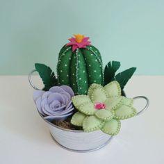 di luce solare come fare Felt Crafts Diy, Sewing Crafts, Sewing Projects, Cactus Craft, Cactus Decor, Felt Flowers, Fabric Flowers, Felt Succulents, Felt Toys