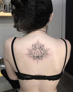 Tatuagem feita por Pedro Paiva de Belo Horizonte. Flor de lótus.