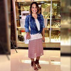Estou amando a nova coleção da @mariafilo no @iguatemifortaleza - meu look completo é de lá - saia midi de tricô + camisa jeans delavê. A cara do verão 2015! #estiloiguatemi #andreafialho #mariafilofortaleza #frissononline #ootd
