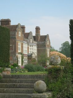 Prototype for Windmore House, Emma's family home in Kent Godinton House and Gardens in Kent. English Country Manor, English Manor Houses, British Country, English House, English Countryside, Old Mansions, Chateaus, Country Houses, Facades