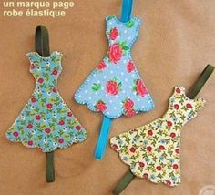 How to make these cute fabric book marks Bookmarks - Marcapáginas - Puntos de… Felt Crafts, Fabric Crafts, Sewing Crafts, Diy And Crafts, Sewing Projects, Craft Projects, Arts And Crafts, Paper Crafts, Scrap Fabric