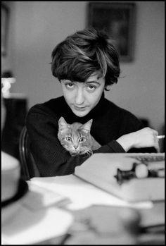 """""""Bonjour tristesse"""": die französische Schriftstellerin Francoise Sagan und ihre Katze, 1958 © Burt Glinn/Magnum Photos/Agentur Focus"""