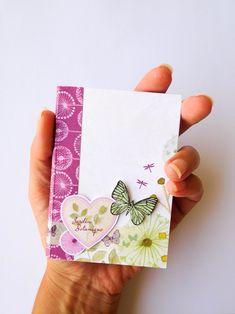 Comment réaliser un mini-album avec 1 bloc de papiers 15 x 15 cm ? Mini Album Scrap, Papier Diy, Book Binding, Scrapbook Albums, Mini Books, Form, Birthday Cards, Creations, Notes
