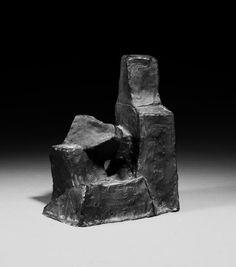 Fritz Wotruba: Kleine sitzende Figur aus unserer Rubrik: Moderne Objekte