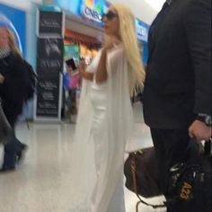 ^^ Sorry for the quality but it's the most revealing picture of her with this look! The others were just showing her hair from the back.. :/
