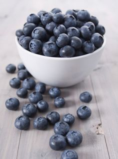My FAVORITE Berry! Blueberries: Tips on how to select, store, and cook with blueberries! Links to many blueberry recipes as well. tips cooking Blueberry Recipes, Fruit Recipes, Tea Recipes, Cooking Tips, Cooking Recipes, Cooking Lamb, Cooking Pasta, Cooking Turkey, Cooking Classes