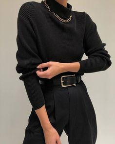 Black trousers with black turtleneck perfect for everyday looks in 2020 Trend Fashion, Look Fashion, Korean Fashion, Winter Fashion, Fashion Black, Fashion Lookbook, 80s Fashion, Fashion Stylist, Fashion 2020