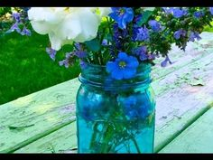 How to Color Glass with pebeo vitrail paint. Can find at Michael's. This one is waterproof, etc. Tinted Mason Jars, Colored Mason Jars, Colored Glass, Mason Jar Projects, Mason Jar Crafts, Mason Jar Diy, Painting Glass Jars, Glass Art, Food Painting