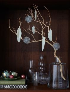 How to make those awesome feather ornaments...and it looks do-able.