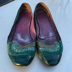 MARC JACOBS LEATHER FLATS SHOES 9 M PREOWNED POOR CONDITION. NEEDS SOME TLC MARC JACOBS Shoes Flats & Loafers