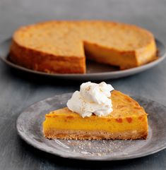 This pumpkin cheesecake is insanely good, if I may say so myself and will leave wanting more and more! I Want Food, Feel Good Food, Healthy Cake, Healthy Baking, No Bake Desserts, Delicious Desserts, Baking Recipes, Cake Recipes, Cake & Co