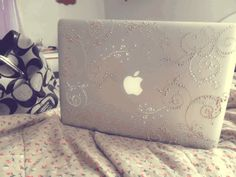 pretty Mac cover. i would like to cover my phone with this too.