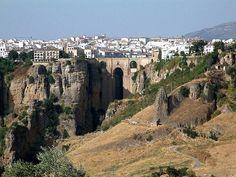 RT @viajerosblog: El Tajo de Ronda y su puente Nuevo, #Málaga (#España) ➜ http://viajerosblog.com/el-tajo-de-ronda-y-su-puente-nuevo-malaga.html… #turismo