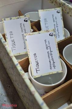 Caja customizada para guardar las tazas personalizadas + las tarjetas de presentación