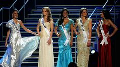 Can I Walk With My Hands On My Hips In A Pageant?http://thepageantplanet.com/can-walk-hands-hips-pageant/