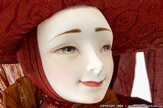 Natasha Lopusova-Tomskaya_Puansetiya_ porcelain 23cm