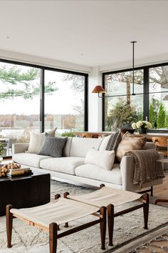 White Couch Living Room, Simple Living Room, Living Room Sectional, Elegant Living Room, Home Living Room, Interior Design Living Room, Living Room Designs, Family Room Decorating, Family Room Design