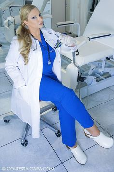 Are you looking for the best shoes for nurses that do not only give you ultimate comfort but also fit in your budget? Best Nursing Shoes, Nursing Clothes, Wooden Sandals, Wooden Clogs, Girls Clogs, Doctor Scrubs, Sven Clogs, Socks Outfit, Leather Catsuit