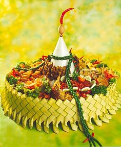 What the… Boodle Fight, Nasi Bakar, Boodles, Rice Pasta, Food Picks, Table Set Up, Indonesian Food, Asian Cooking, Creative Food