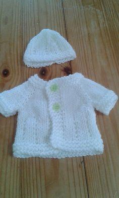 Diy Crafts - * DK Prem - Ravelry: Baby Jacket & Hat pattern by marianna mel Baby Knitting Patterns Free Newborn, Baby Cardigan Knitting Pattern Free, Knitted Doll Patterns, Baby Hats Knitting, Baby Patterns, Knitting Dolls Clothes, Knitted Baby Clothes, Baby Doll Clothes, Crochet Doll Clothes