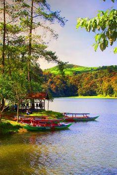الْحَمْدُ لِلهِ رَبِّ الْعَالَمِينَ =Lake Patenggang, West Java by Ikung Adiwar=