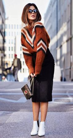 how to style a pencil skirt : printed sweater + bag + Festive Christmas Party Outfits To Copy Right trendy winter outfits you can wear all day…Fall Fashion Trends to Wear Now Mode Outfits, Skirt Outfits, Casual Outfits, Fashion Outfits, Skirt Fashion, Fashion Clothes, Fashion Mode, Moda Fashion, Womens Fashion