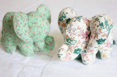 Сшить слоника своими руками нетрудно, поэтому делайте сразу несколько штук - поселите в вашем доме компанию из нескольких забавных и ярких слонят
