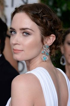 Emily Blunt's braided updo and bronze eye makeup at the 2015 Golden Globes
