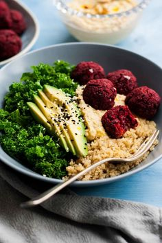 Beetroot Falafel Buddha Bowls - these simple to make vegan beetroot falafels are an ideal packed lunch or light dinner! | eatloveeats.com