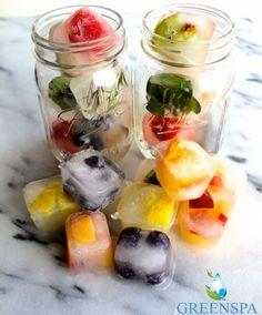 Klasik su ve limon ikilisinden sıkıldıysanız bu tarif tam size göre. Meyveli Buz Küpleri 🥝🍓🍍En sevdiğiniz meyveleri seçin ve buz kabına yerleştirin. Üzerine su ekleyip birkaç saat donmasını bekleyin. Bu kadar basit! 😊