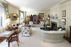 Old School Park Avenue Elegance – The Glam Pad – Değiştir Classic Home Decor, Classic House, Classic Style, Country Life Magazine, English Country Style, Manhattan Apartment, Cottage Furniture, Living Room Designs, Living Rooms