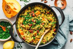 Throw everything in one pot, whoops something really tasty comes out of it. Eat This, Food Blogs, Paella, Food Inspiration, Love Food, Vegan Recipes, Vegan Food, Healthy Food, Rice