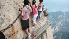 Huashan Hiking Trail is a very dangerous hiking trail located in China. Huashan Hiking Trail is a very dangerous hiking trail located in China. Acadia National Park, Parc National, National Parks, In China, Chutes Victoria, Places Around The World, Around The Worlds, Voyager Seul, Beaux Villages