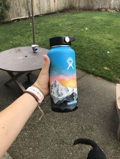 Painted hydroflask by Halle Terhaar Water Bottle Art, Cute Water Bottles, Water Bottle Design, Hydro Painting, Bottle Painting, Hydro Flask Water Bottle, Stainless Steel Types, Summer Aesthetic, Mellow Yellow